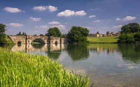 Картинка трава, облака, деревья, мост, река, замок, арки