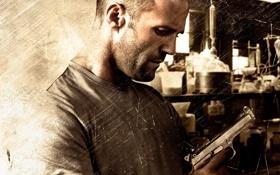 Обои пистолет, оружие, постер, лаборатория, Homefront, Jason Statham, Джейсон Стэйтем