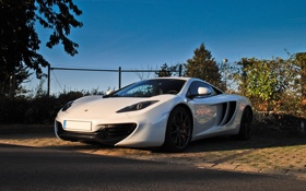 Картинка белый, McLaren, ограждение, Макларен, white, вид спереди, MP4-12C