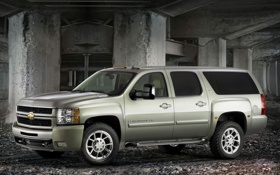 Обои suburban, Chevrolet, столбы