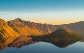 Обои небо, облака, озеро, отражение, зеркало, холм, островок