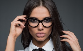 Картинка sexy, lips, brunette, look, glasses