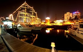 Обои вода, свет, ночь, огни, отражение, корабли, яхты