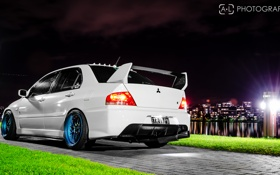 Обои белый, ночь, город, Mitsubishi, Lancer, Evolution, evo