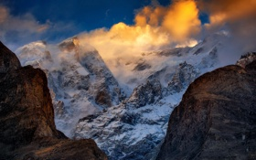 Картинка облака, снег, горы, ущелье