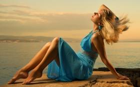 Картинка море, берег, даль, блондинка