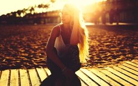 Картинка песок, пляж, лето, девушка, солнце, поза, волосы