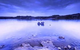 Обои небо, вода, тучи, озеро, синева, камни, вечер