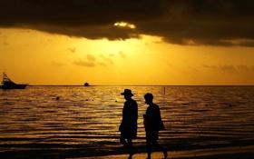 Обои море, небо, облака, закат, люди, яхта, силуэт