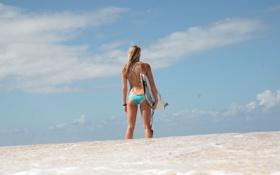 Картинка песок, купальник, небо, девушка, доска