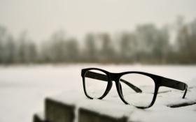 Обои светлый фон, стекла, снег, макро, очки