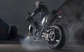 Обои асфальт, дым, колесо, мотоцикл, байкер, aprilia, контейнеры