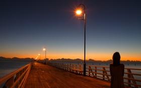 Обои вода, свет, закат, мост, вечер, девочка, фонарь