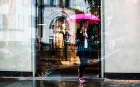 Обои девушка, отражение, зонт, витрина, Pink Umbrella