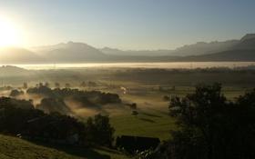 Обои лучи, горы, туман, дома, долина, дымка, солнечный свет