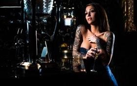 Картинка девушка, вино, бокал, декольте