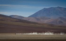 Картинка горы, пустыня, дым, пыль, автомобилей
