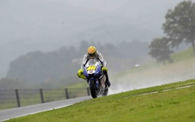 Обои дождь, спорт, yamaha, дожди, мото обои, full hd sport wallpapers, moto walls