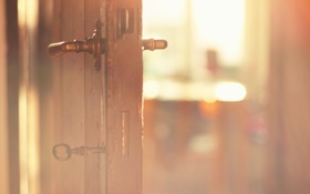 Обои свет, ключ, дверь