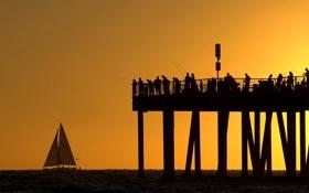 Картинка море, небо, закат, люди, лодка, силуэт, пирс