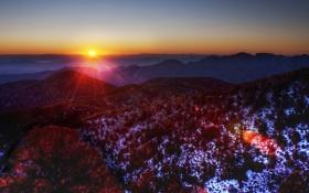 Обои природа, холмы снег и в дали виднеется закат