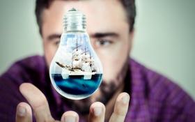 Картинка лампочка, корабль, рука