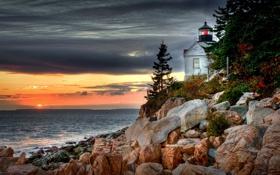 Картинка море, закат, тучи, камни, маяк, вечер