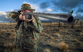 Обои gun, portrait, Safari Shooter