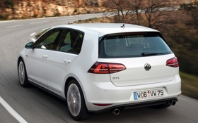 Обои машина, Volkswagen, вид сзади, в движении, Golf, GTI, 5-door