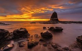 Картинка море, небо, облака, скала, камни, берег, вечер