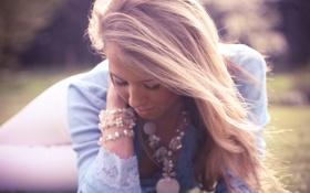 Обои волосы, на траве, светлые, девушка, Olivia Bell