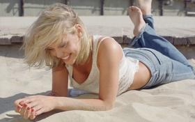 Картинка песок, смех, блондинка, маечка, beach, blonde, Agnes Bruckner