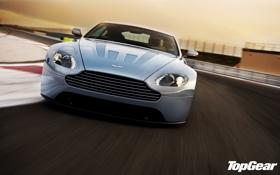 Картинка небо, Aston Martin, Vantage, суперкар, гоночный трек, top gear, V12