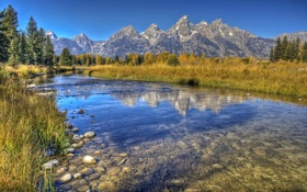 Обои осень, трава, деревья, горы, ручей, камни, дно