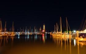 Обои фото, ночные города, пейзажи, вода, катера, лодки