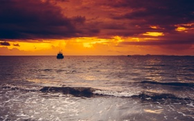 Картинка море, волны, облака, закат, остров, лодки, горизонт
