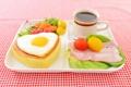 Картинка яйцо, кофе, завтрак, помидоры, томаты, бекон, булочка