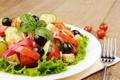 Картинка листья, сыр, лук, тарелка, вилка, помидоры, огурцы