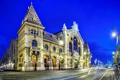 Картинка дорога, город, здание, вечер, освещение, фонари, архитектура