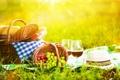 Картинка зелень, трава, блики, вино, корзина, поляна, шляпа