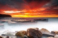Картинка море, небо, камни, красный закат