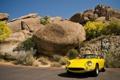 Картинка машина, небо, деревья, камни, скалы, Ferrari, желтая