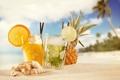 Картинка песок, ракушки, пляж, коктейли, ананас, море