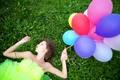 Картинка трава, девушка, ленты, воздушные шары, клевер, профиль, шатенка