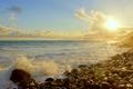 Картинка море, волны, облака, брызги, камни, берег, слнце