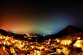 Картинка ночь, город, огни, холмы, дома