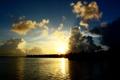 Картинка закат, облака, река, берег, небо