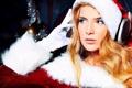 Картинка взгляд, девушка, наушники, блондинка, перчатки, снегурочка, колпак
