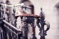 Картинка макро, велосипед, забор, ограда, прутья, седло, сиденье