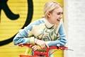 Картинка велосипед, смех, Dakota Fanning, Lucky